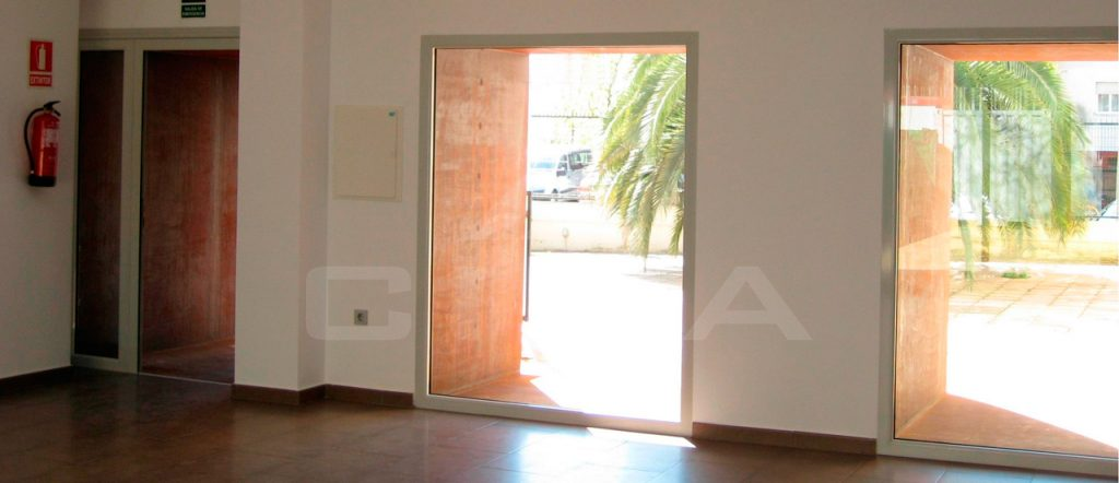 Demolición de zona de pasarela, adaptación de oficinas y nuevo aulario y ampliación del sistema de cableado informático en el centro de empleo de Mérida 2