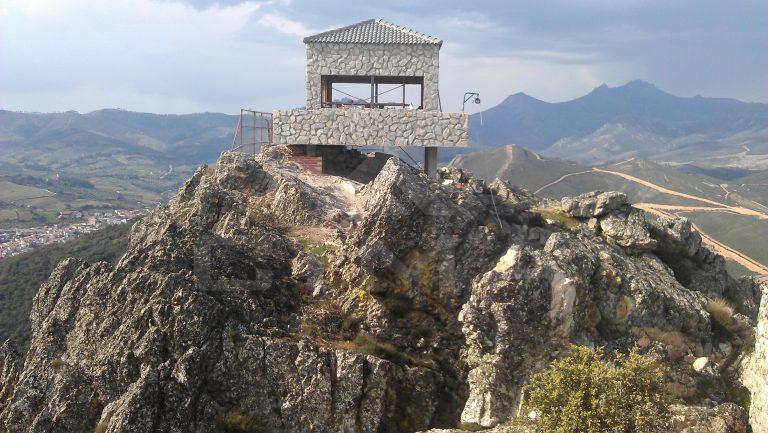 Torre de vigilancia contra incendios forestales en el T.M. de Cañamero (Cáceres)