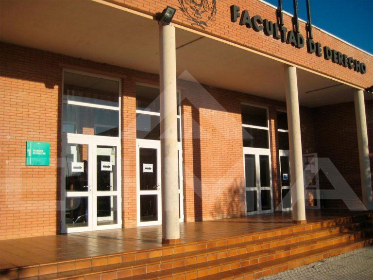 Puertas de PVC y aluminio en la Facultad de Derecho de Cáceres