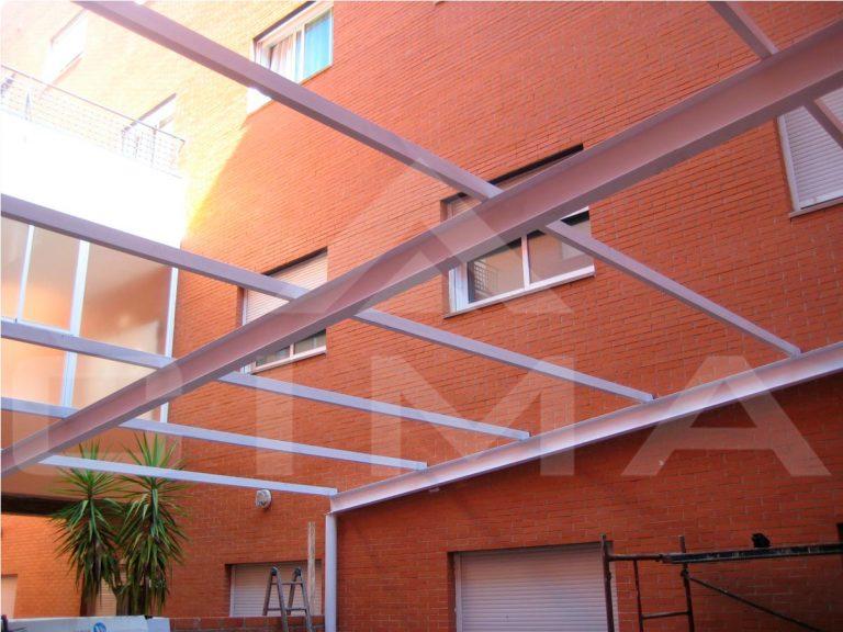 Construcción de almacén en patio interior de clínica 'San Francisco' en Cáceres