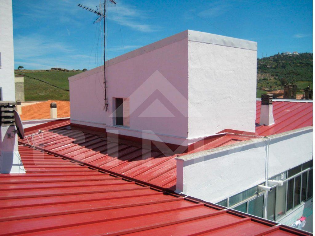 Cubierta en c Hnos. Romero Ruiz nº 2, en Cáceres